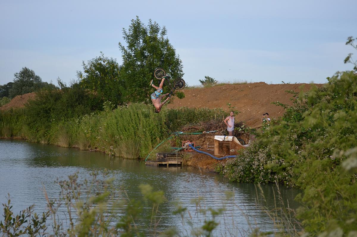 dirt_junkies_lake_jump